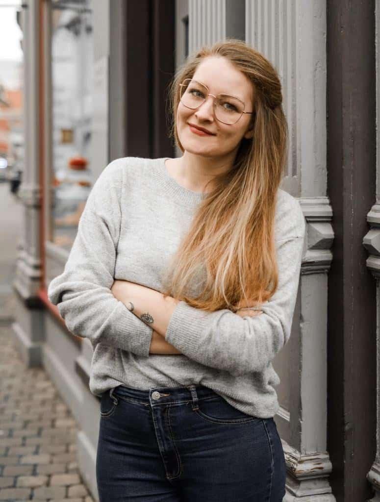 Sabine Weiß hat einen kommunikationswissenschaftlichen Master und beschäftigt sich überwiegend mit Psychologie, Empathie und Körpersprache.